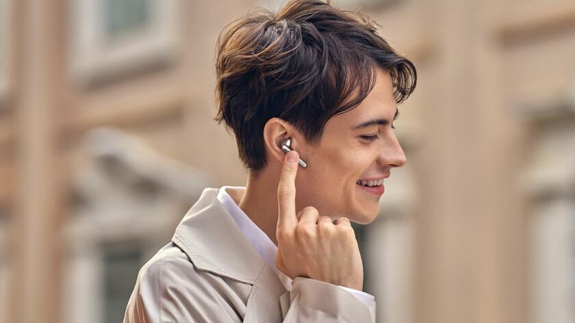 Качественное звучание и активное шумоподавление. Huawei представила  TWS-наушники FreeBuds 4 - Hi-Tech Mail.ru
