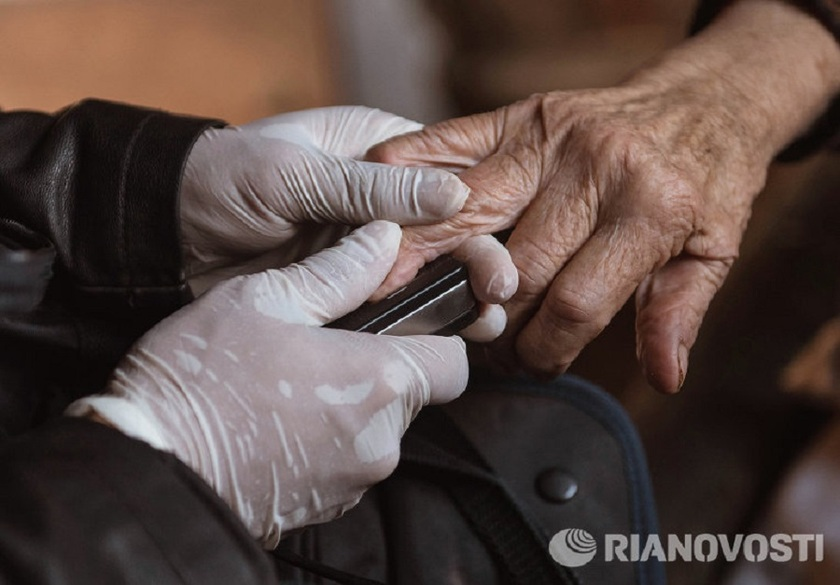Из-за сбоев сканеров отпечатков пальцев в Киргизии смогли проголосовать не все.