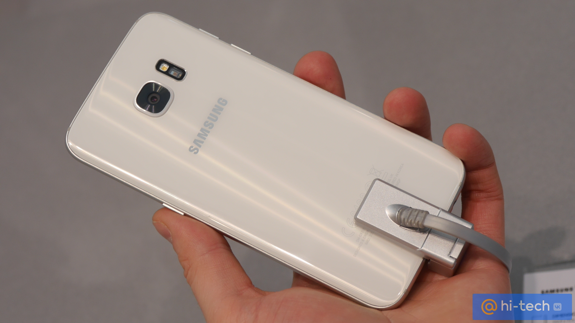 Samsung показал свои новые флагманы Galaxy S7, Galaxy S7 edge на выставке Mobile World Congress (MWC) 2016