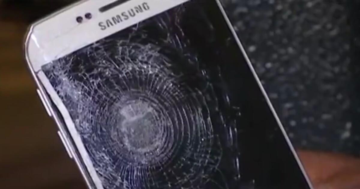 Смартфон спас в Париже человека от смерти