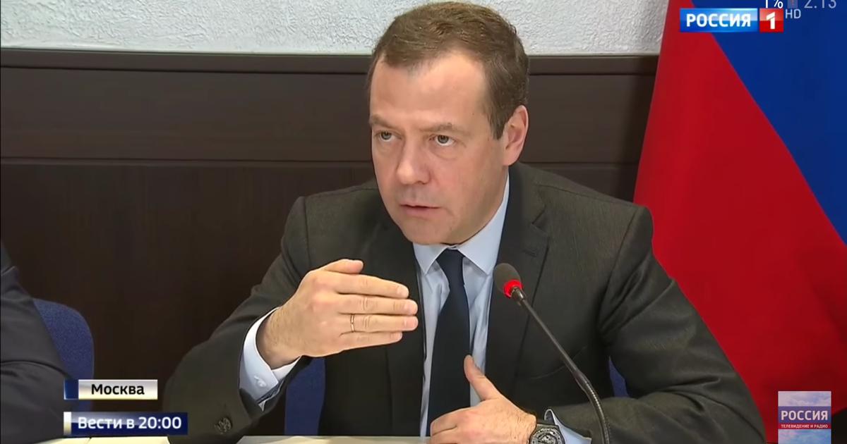 Дмитрия Медведева заметили вновых часах: цена имодель