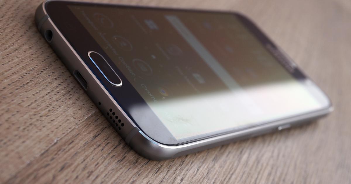 Samsung Galaxy S6 взорвался всамолете