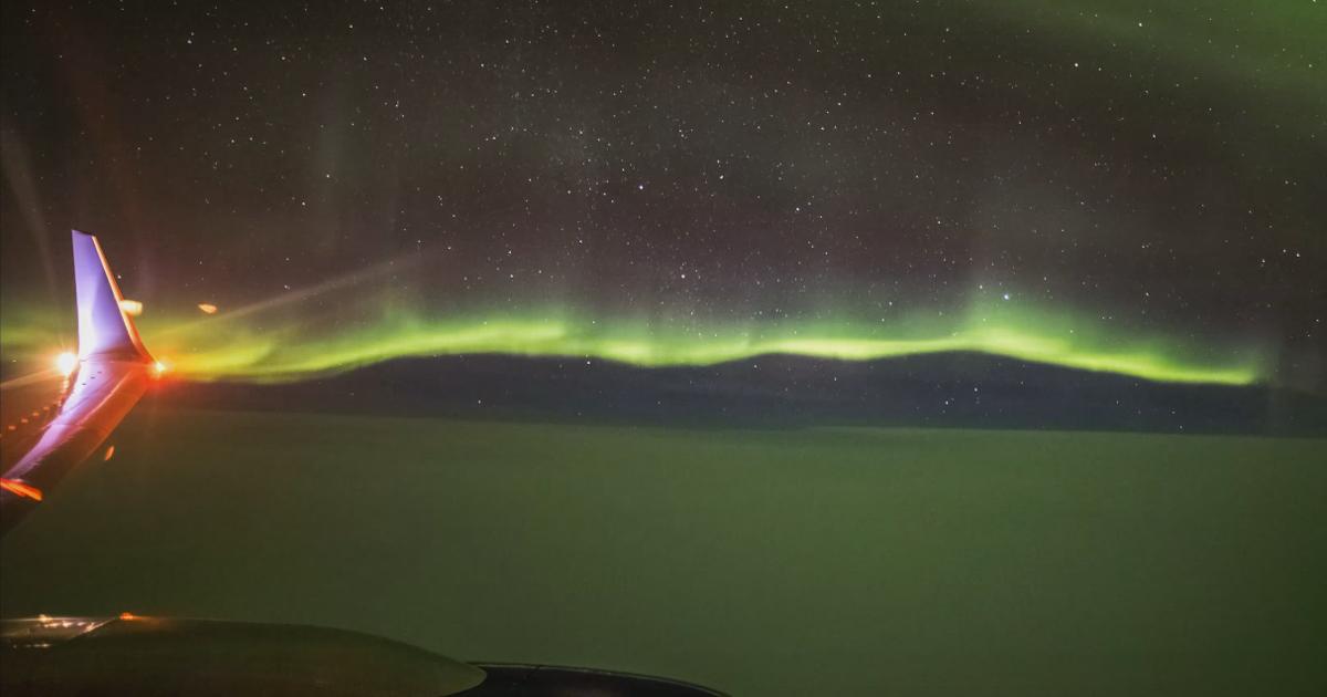 Фото: Северное сияние из окна самолета