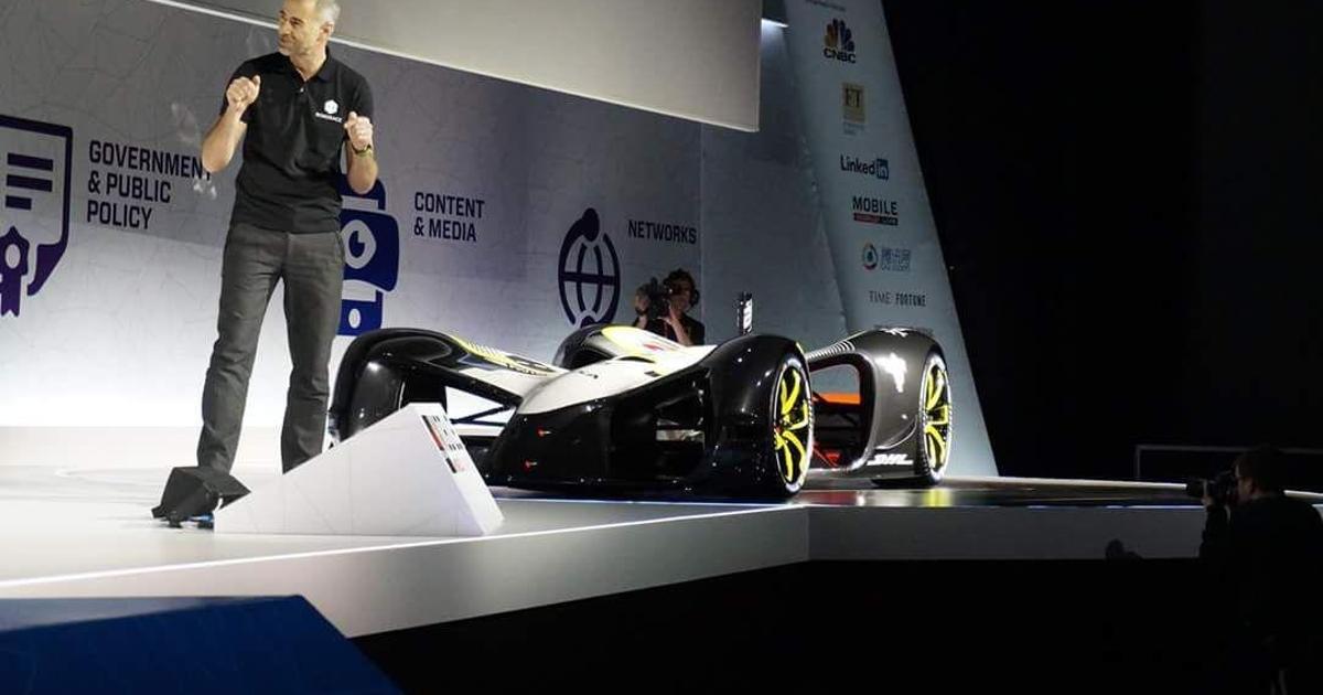 MWC: первый беспилотный гоночный автомобиль Robocar