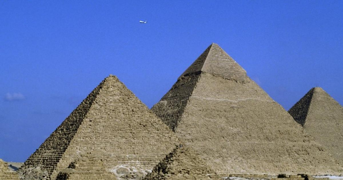 Египет убеждает Илона Маска, чтопирамиды построили неинопланетяне