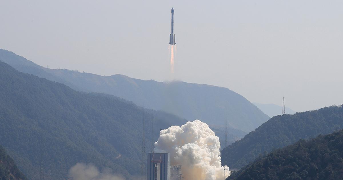 SpaceX запустила ракету спервыми спутниками дляраздачи интернета