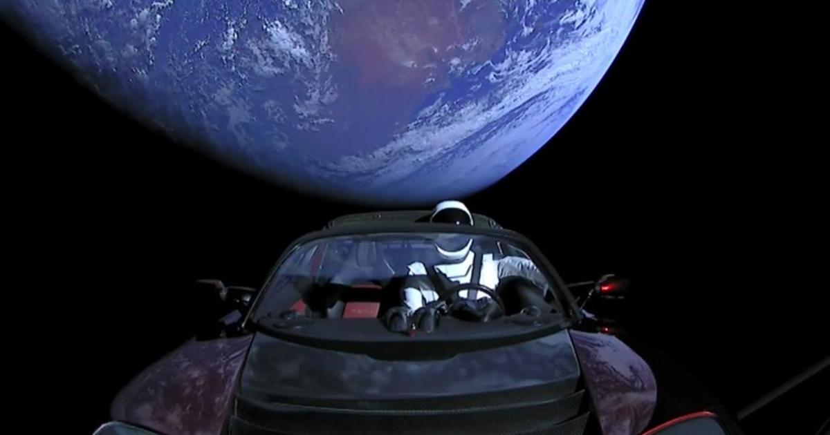 Чтождет кабриолет Tesla Илона Маска вкосмосе?