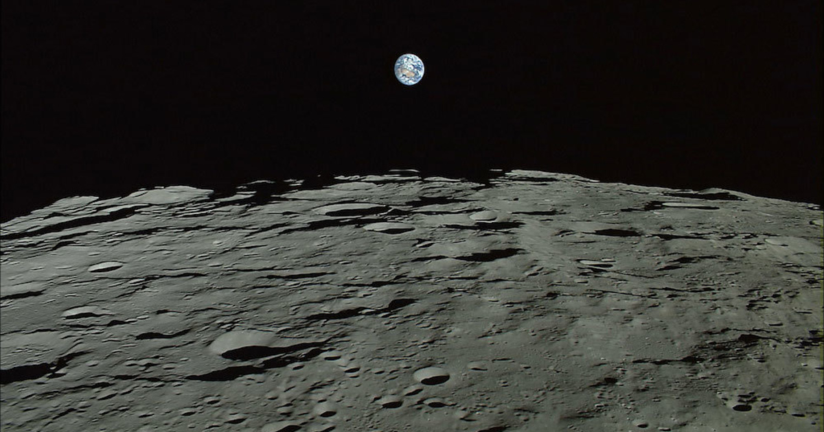 Ученые: Землю все время атакуют мини-луны