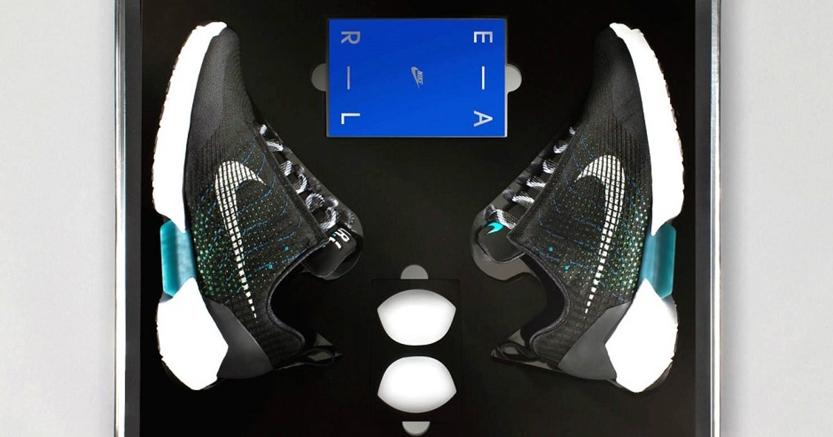Самозашнуровывающиеся кроссовки Nike поступили впродажу