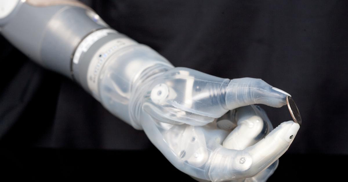 Американец использует первый в мире чувствительный протез