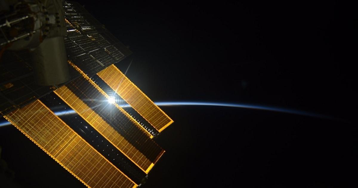 Космонавт поделился фото рассвета сМКС ипоказал Аральское море. Как делают снимки вкосмосе