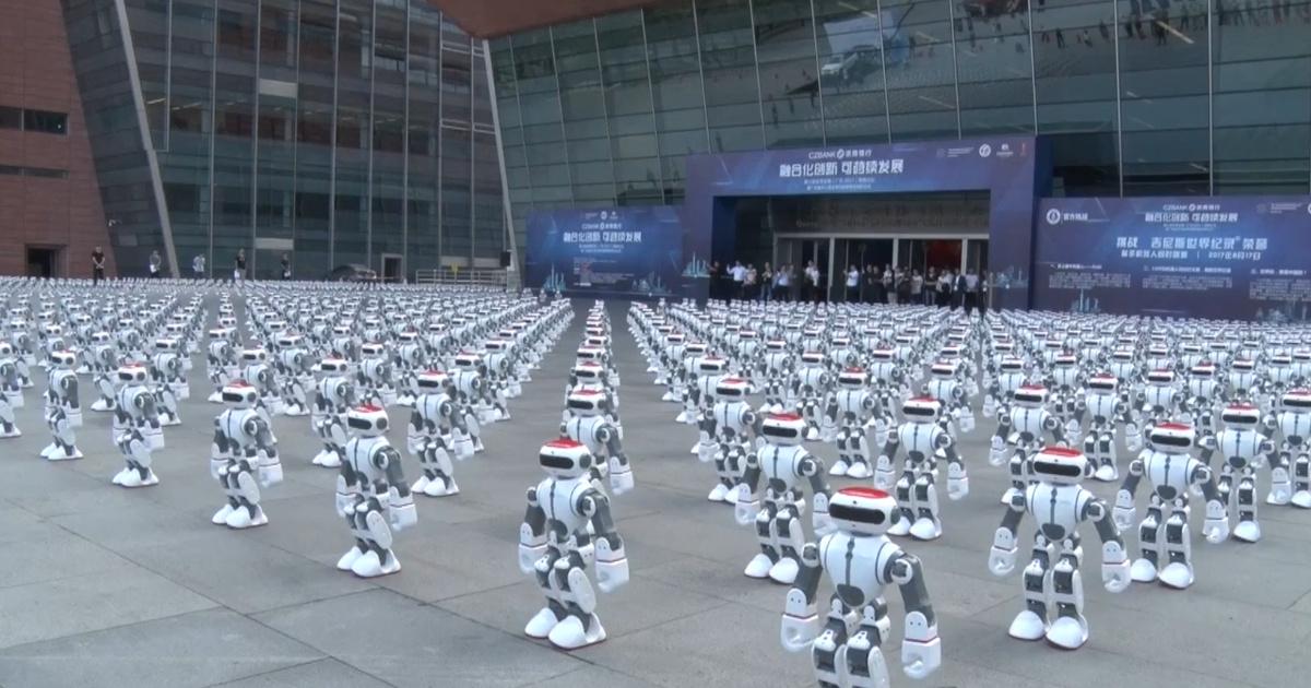 Видео: тысяча танцующих роботов побила рекорд Гиннесса