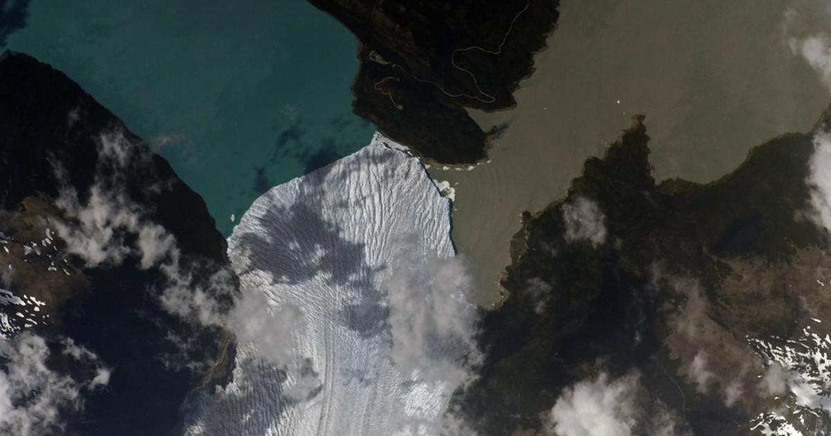 Российский космонавт показал огромный плывущий ледник