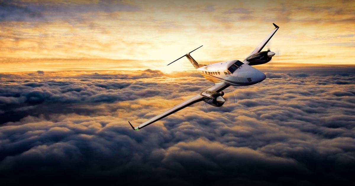 С днем рождения мужчине в картинках с изображением самолета