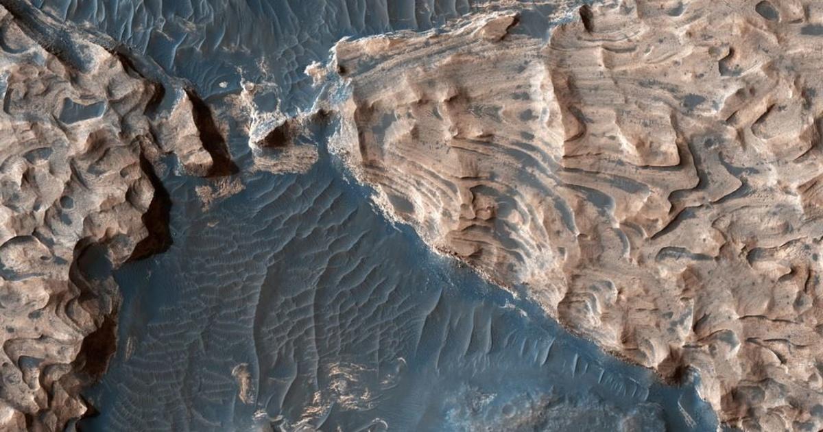 NASA показала фото древнего озера наМарсе
